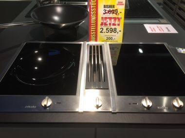 Kochfeld mit Abzug