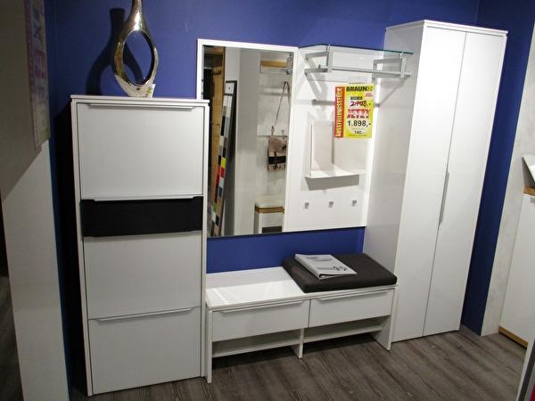 Garderobe Bild 1